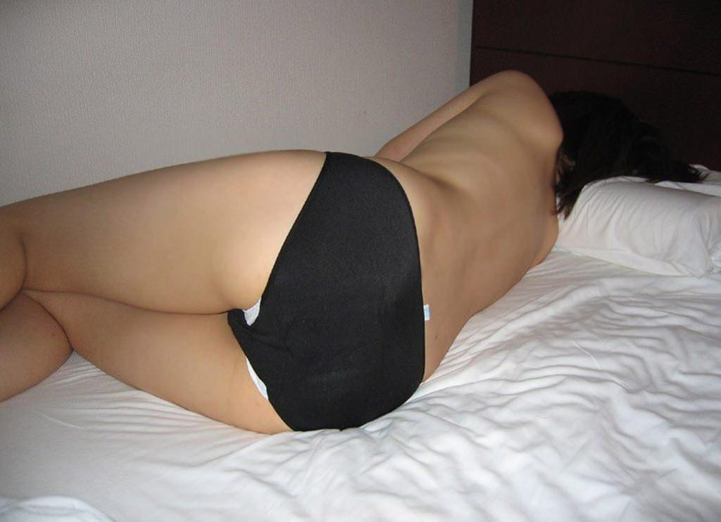 パンツの下にナプキン履いてる素人娘のエロ画像 2616