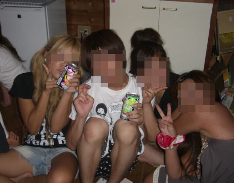 素人女子がプライベートで友達と悪ノリした時のおふざけエロ画像 2717