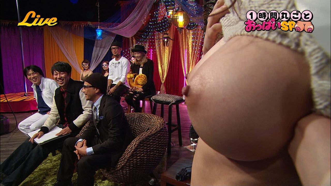 おっぱいらやらしくテレビに映った胸チラエロ画像 343