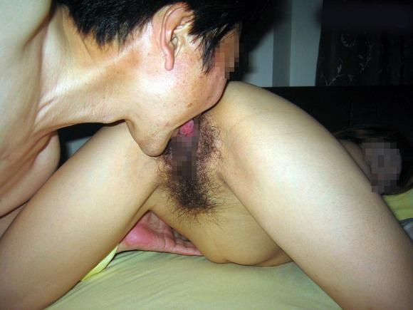 汚いおやじが磯臭いまんこをペロペロ舐めてるクンニエロ画像 48