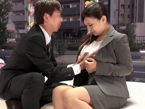 同じ職場の同僚に謝礼ちらつかせて2人きりにしたらセックスするのか検証www 0127