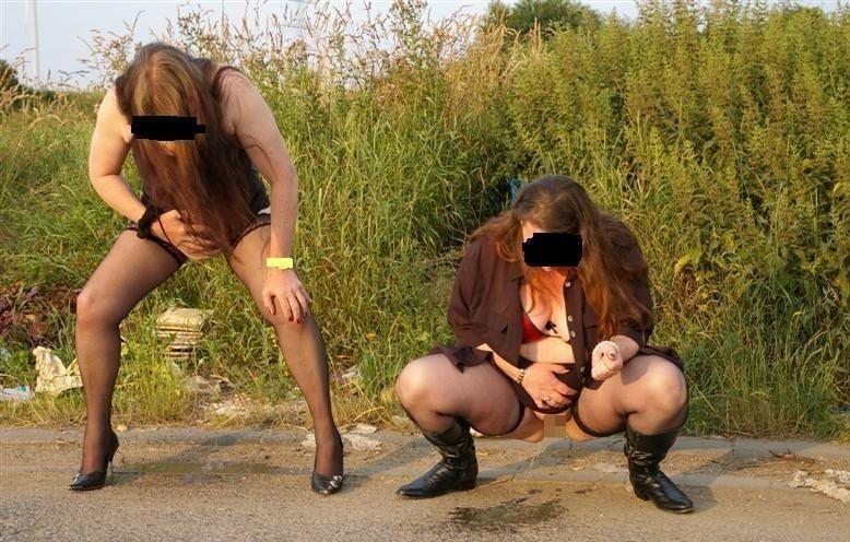 仲良し素人女子が連れションしている放尿エロ画像 1048