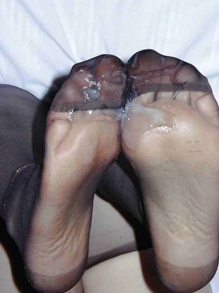 女の臭い足裏にザーメンぶっかけwww足フェチ素人エロ画像どんだけ~www 109