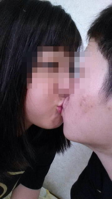 リア充カップルがキスを自撮りしてる素人エロ画像 113
