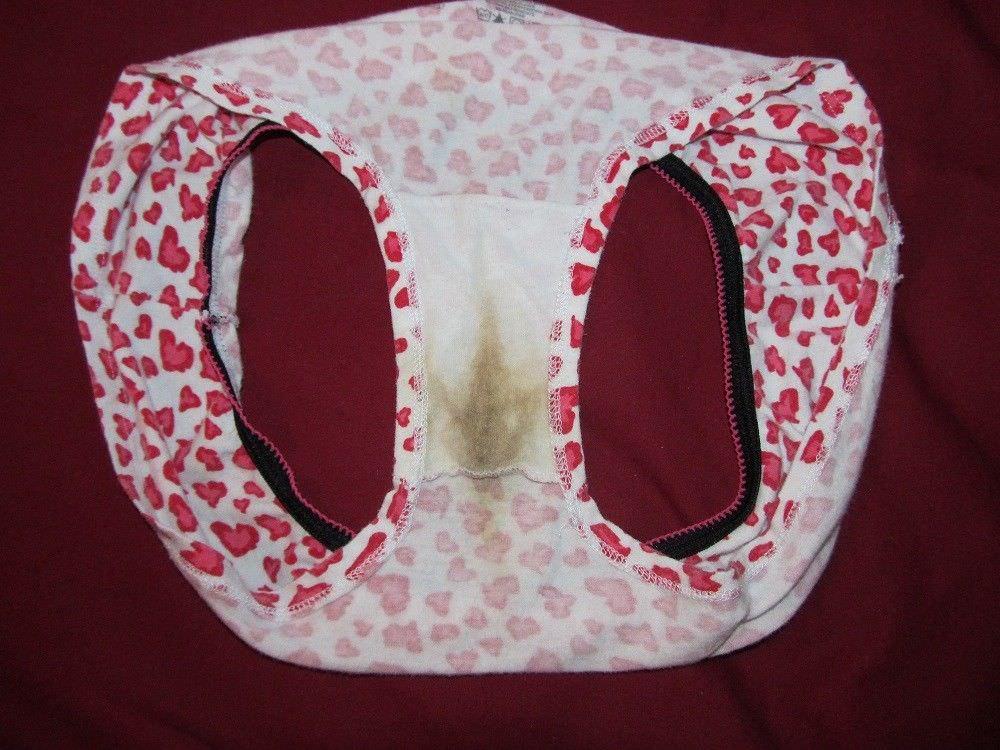 洗濯前の彼女の汚パンティーwwwクロッチにねっとりオリモノが付着した素人の下着エロ画像 1133