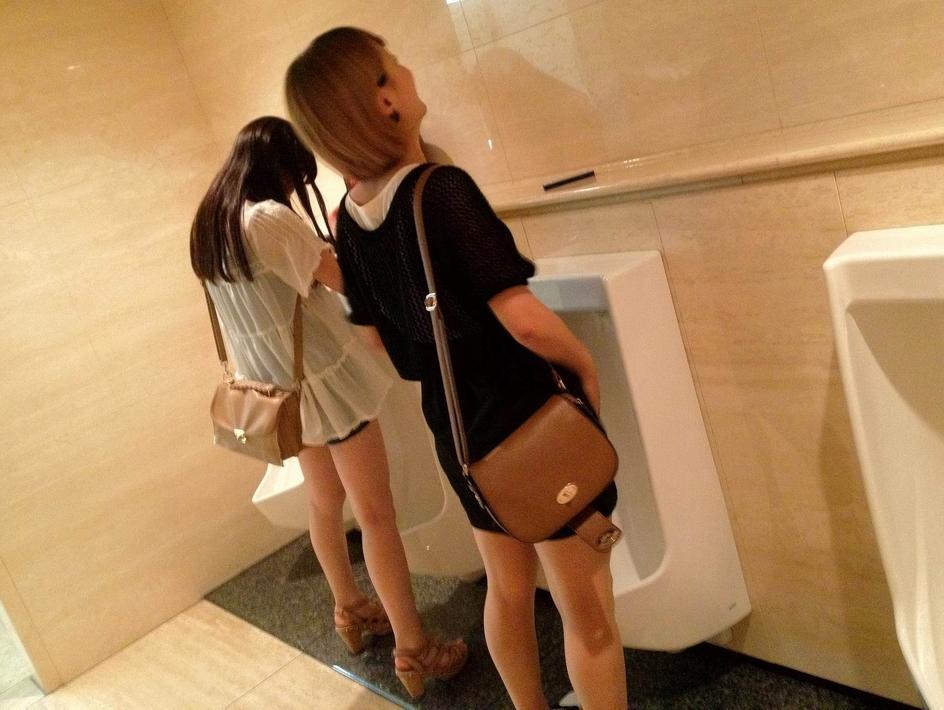 仲良し素人女子が連れションしている放尿エロ画像 1174