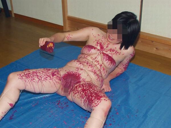 被虐的な事で性的興奮を呼び起こすドM変態女のローソクプレイエロ画像 1176