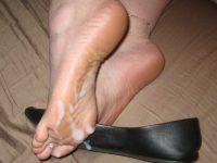 女の臭い足裏にザーメンぶっかけwww足フェチ素人エロ画像どんだけ~www