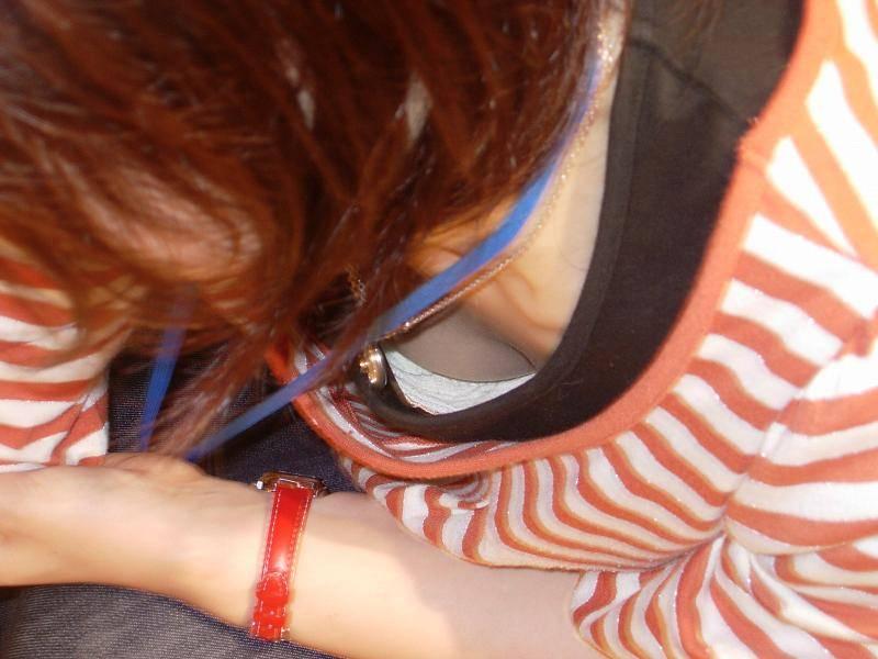 バレない角度から素人女子の胸チラ凝視wwww街撮りエロ画像 1350