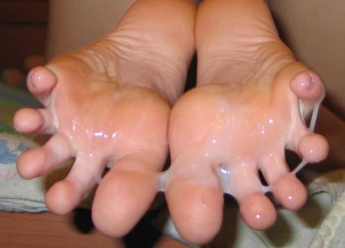 女の臭い足裏にザーメンぶっかけwww足フェチ素人エロ画像どんだけ~www 139