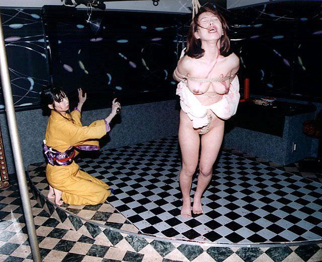 陰湿な女子会!ムカつく友達を拘束してレズ調教wwwSMエロ画像 1522