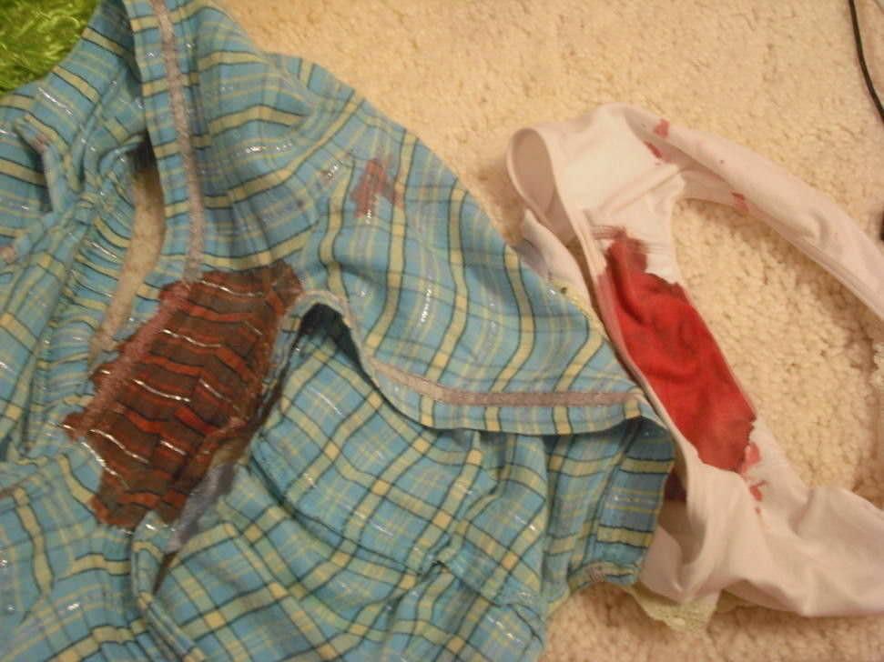 生理の女の子の生臭い血がパンツに染み付いてる素人エロ画像 157