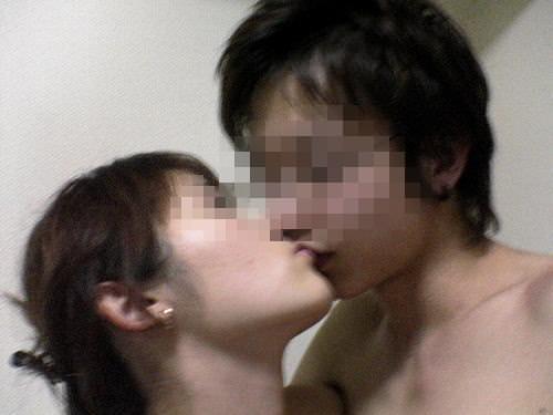 リア充カップルがキスを自撮りしてる素人エロ画像 162