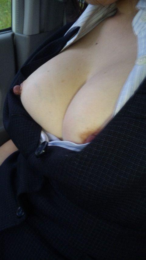 彼氏が彼女に車内で変態命令! → おっぱい露出する素人エロ画像 1716