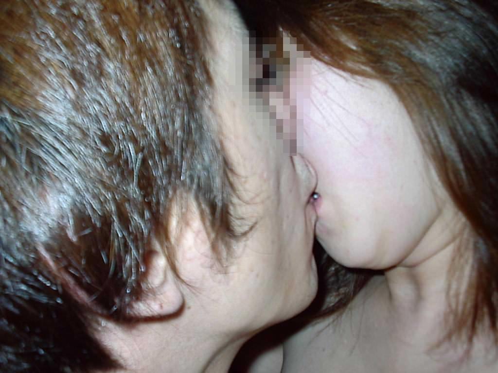 リア充カップルがキスを自撮りしてる素人エロ画像 172