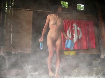 スッポンポンの素人女子が温泉でスケベな肉体を撮影wwww露出エロ画像 1729