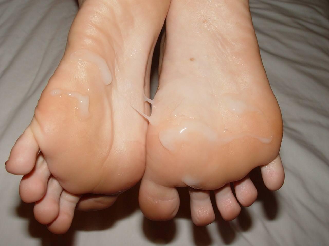 女の臭い足裏にザーメンぶっかけwww足フェチ素人エロ画像どんだけ~www 188