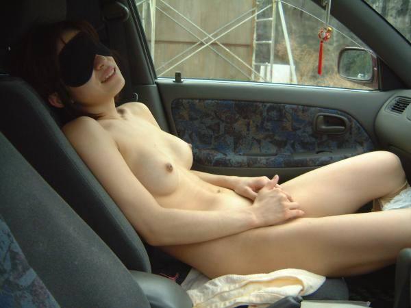 アブノーマルなプレイで興奮したい素人お姉さんwww車内で脱いでオナったり露出したりエロ画像 2015