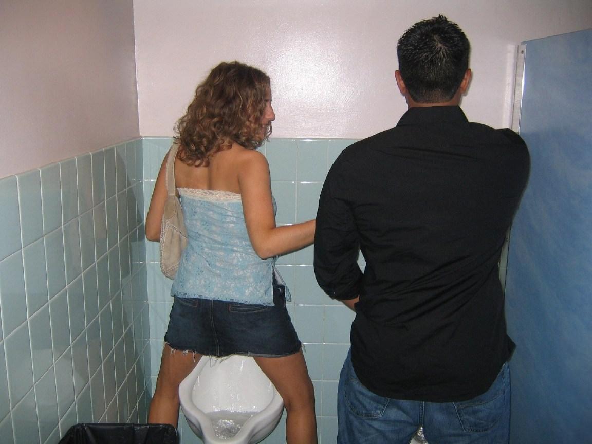 仲良し素人女子が連れションしている放尿エロ画像 2044