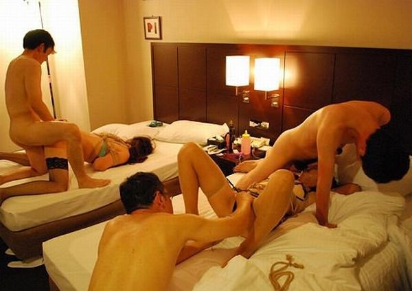 セックス好きの男女が集まってパコりまくるwww素人の乱交エロ画像 2109