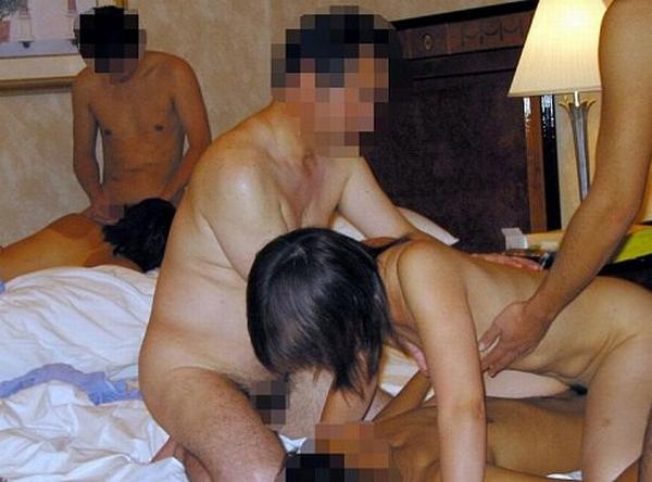 セックス好きの男女が集まってパコりまくるwww素人の乱交エロ画像 2131