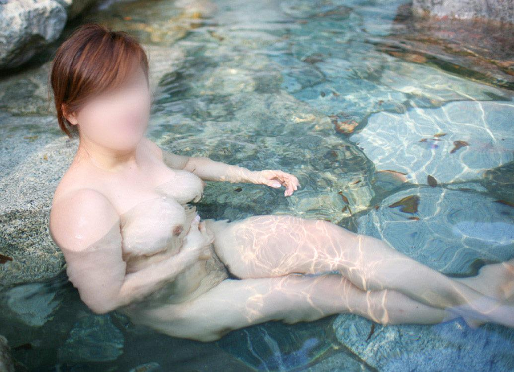 スッポンポンの素人女子が温泉でスケベな肉体を撮影wwww露出エロ画像 2227