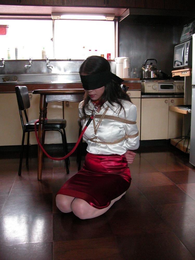 実の妻をに首輪をつけて飼いならし変態プレイ調教するSM素人エロ画像 2410