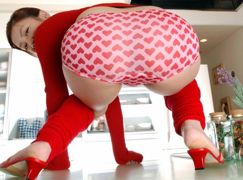 女子らしい可愛いハートのパンティーの下着エロ画像 2729