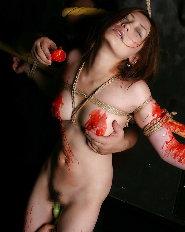 被虐的な事で性的興奮を呼び起こすドM変態女のローソクプレイエロ画像 2821