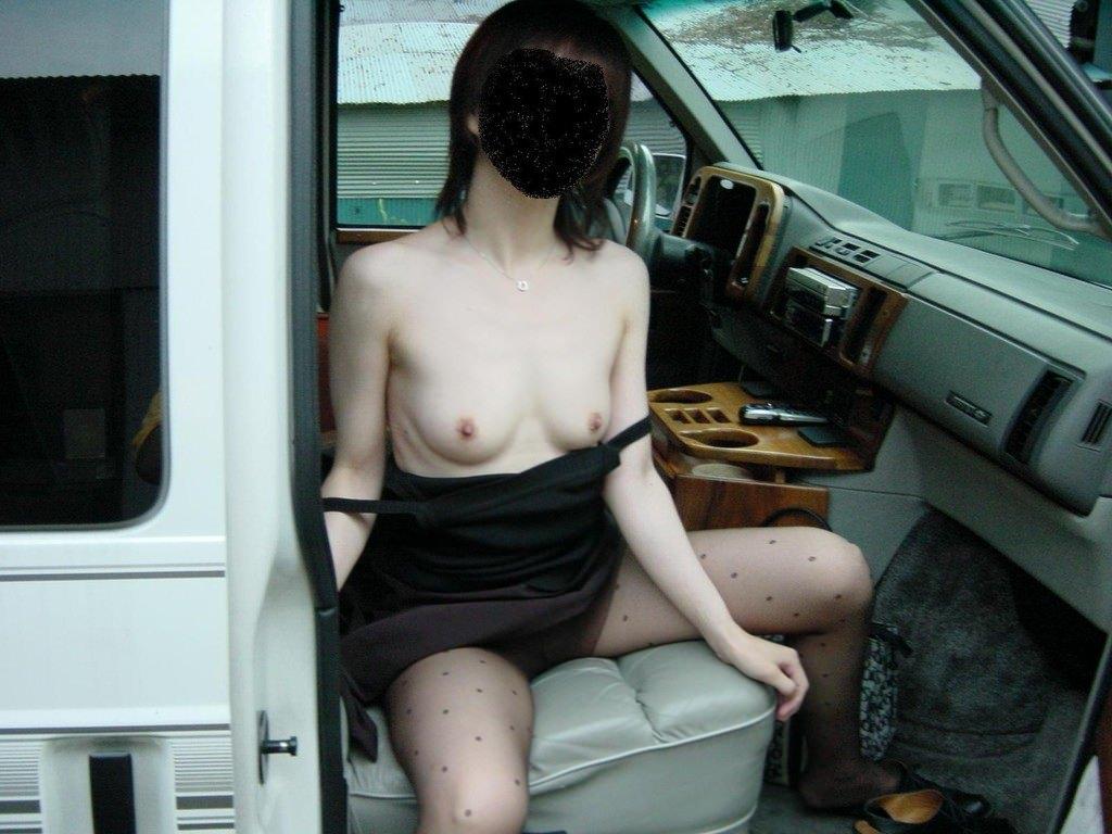 彼氏が彼女に車内で変態命令! → おっぱい露出する素人エロ画像 287