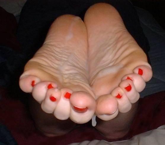 女の臭い足裏にザーメンぶっかけwww足フェチ素人エロ画像どんだけ~www 313