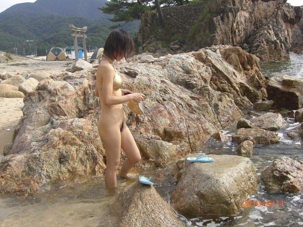 スッポンポンの素人女子が温泉でスケベな肉体を撮影wwww露出エロ画像 353