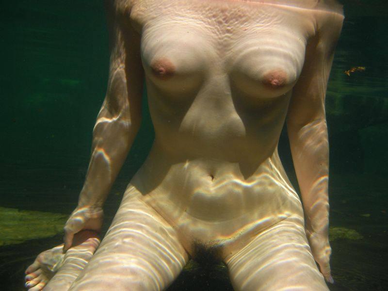 スッポンポンの素人女子が温泉でスケベな肉体を撮影wwww露出エロ画像 381
