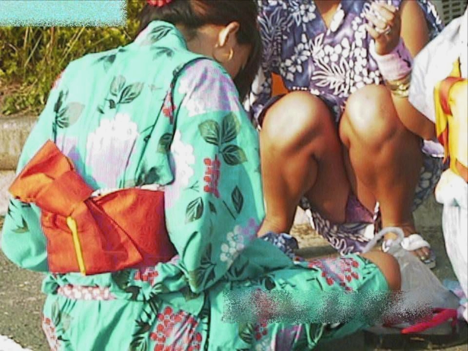 浴衣姿がエロ可愛いのにパンチラまで見せつけるwww街撮りエロ画像 419