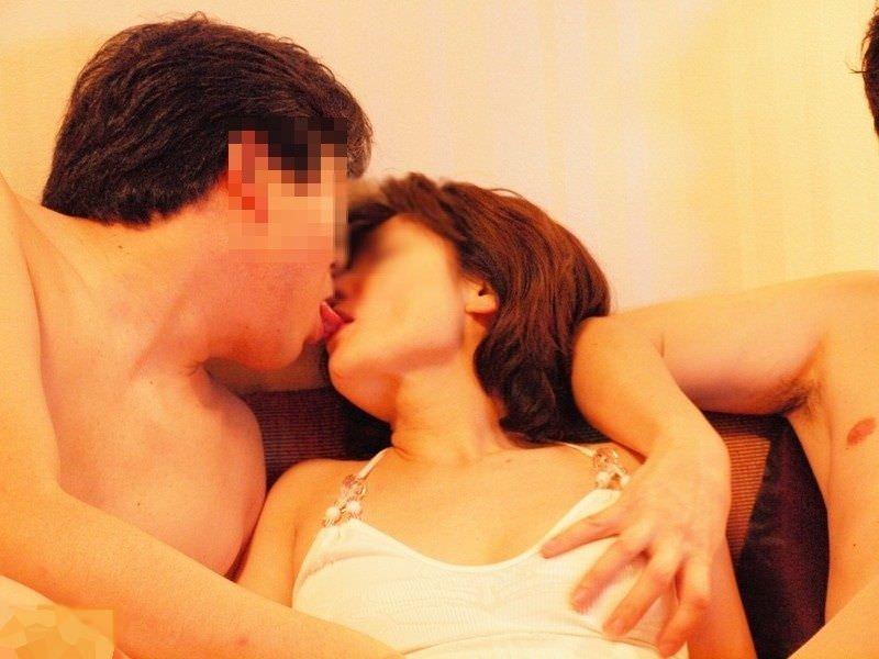 リア充カップルがキスを自撮りしてる素人エロ画像 42
