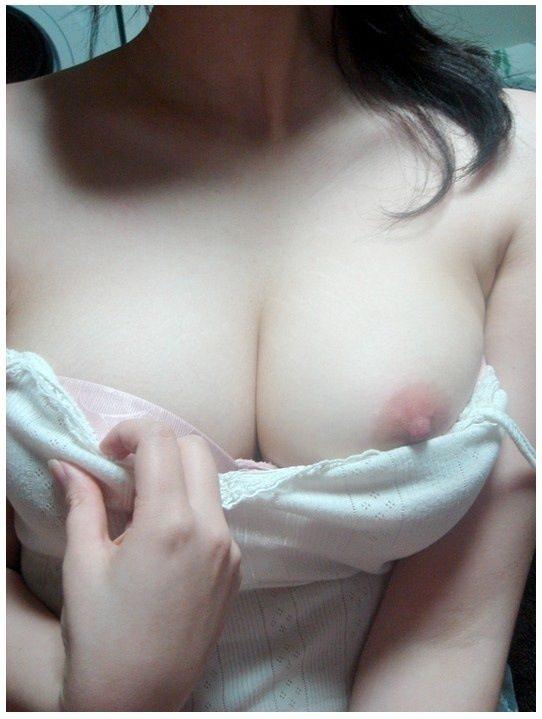 何人もの男たちにしゃぶられた風俗嬢のおっぱいエロすぎwwww素人自撮りエロ画像 440