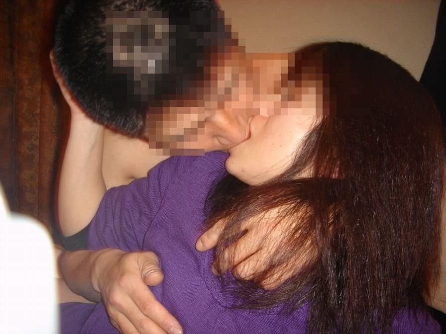 リア充カップルがキスを自撮りしてる素人エロ画像 52