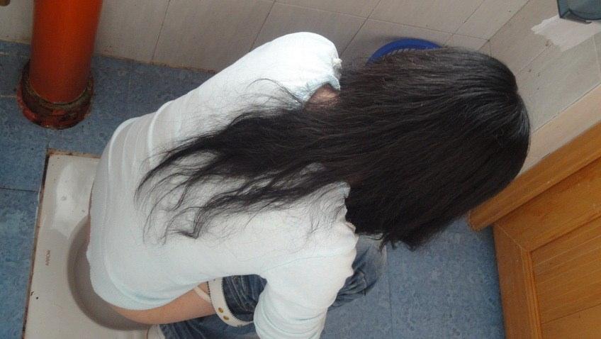 女子トイレの天井に設置された隠しカメラでオシッコ盗撮www素人エロ画像 544