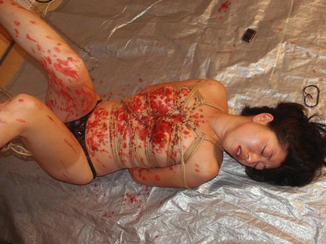 被虐的な事で性的興奮を呼び起こすドM変態女のローソクプレイエロ画像 549