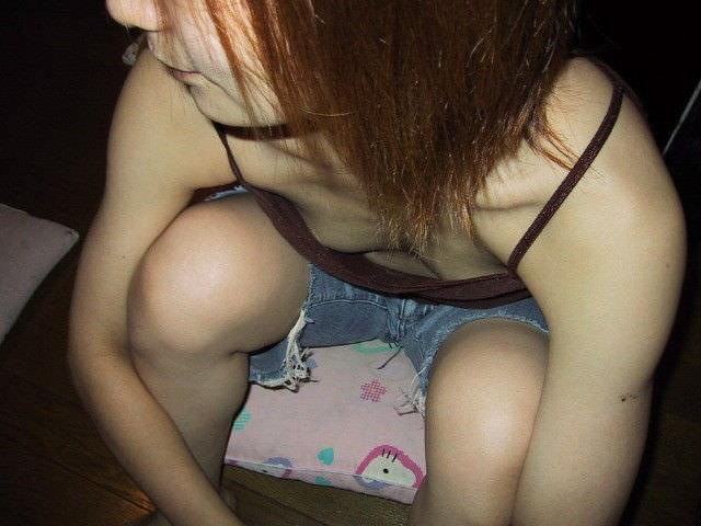 バレない角度から素人女子の胸チラ凝視wwww街撮りエロ画像 550