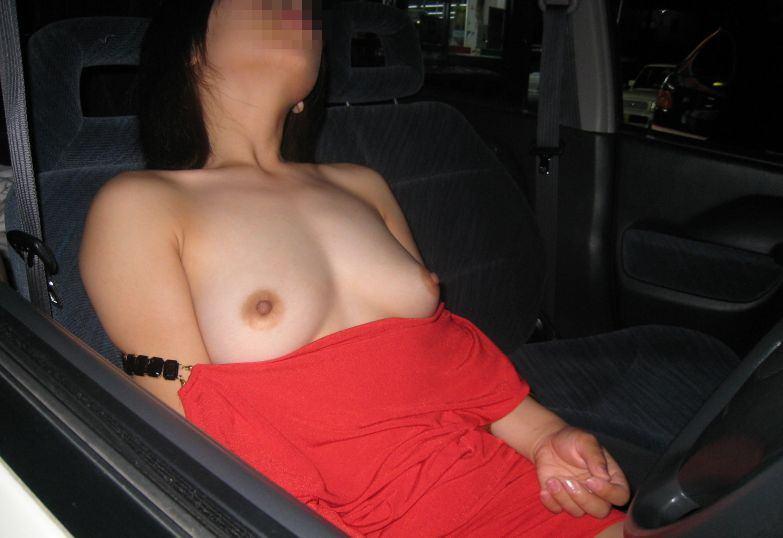 彼氏が彼女に車内で変態命令! → おっぱい露出する素人エロ画像 617