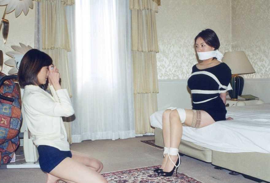 陰湿な女子会!ムカつく友達を拘束してレズ調教wwwSMエロ画像 622
