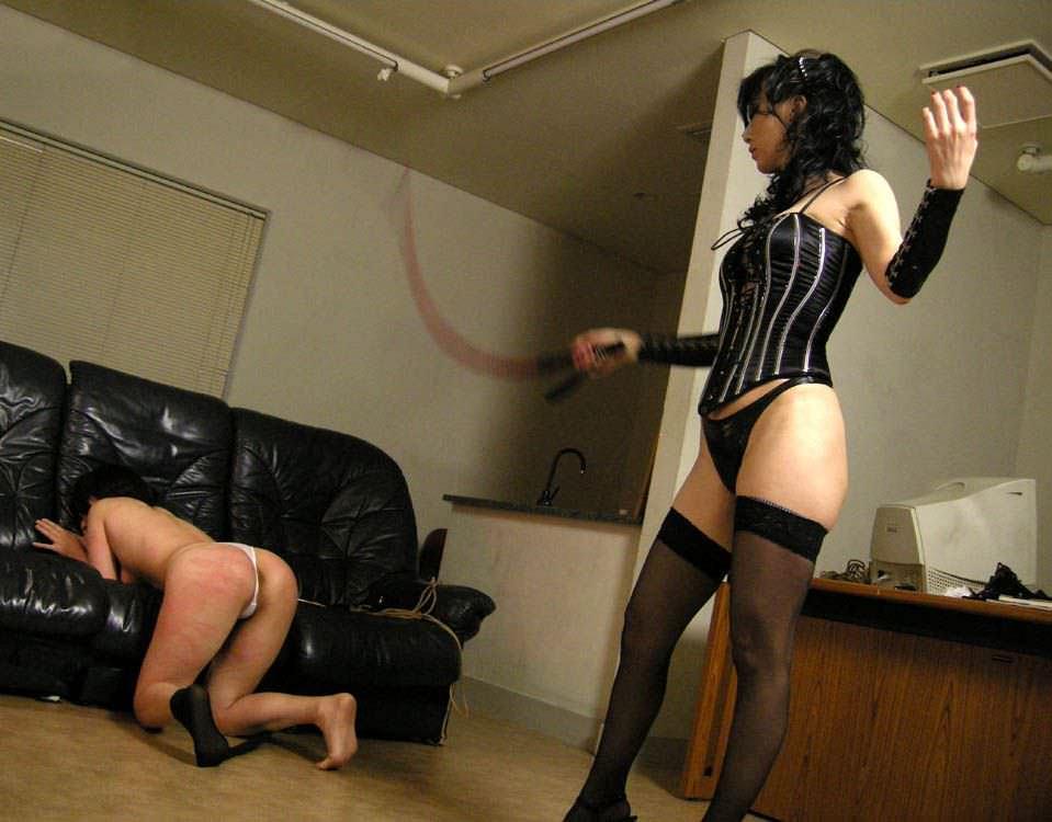 陰湿な女子会!ムカつく友達を拘束してレズ調教wwwSMエロ画像 722