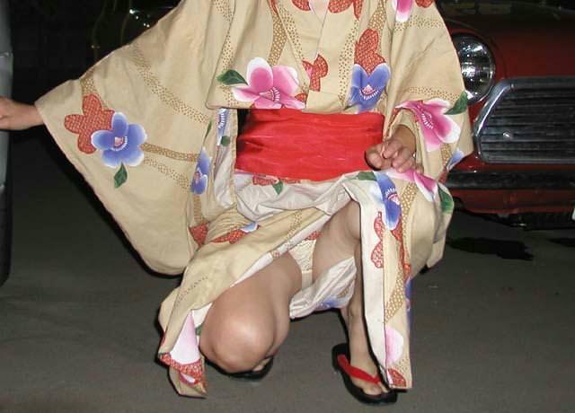 浴衣姿がエロ可愛いのにパンチラまで見せつけるwww街撮りエロ画像 919