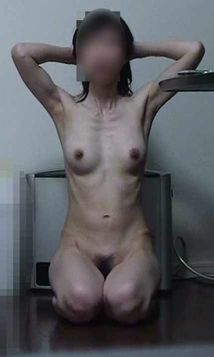 痩せたい願望の女子がダイエットし過ぎた結果wwww細すぎ素人エロ画像 933