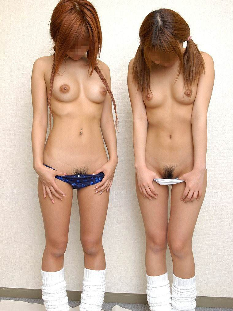 女子同士で仲良く恥ずかしくてエッチなおふざけ写真撮ってる素人エロ画像 106