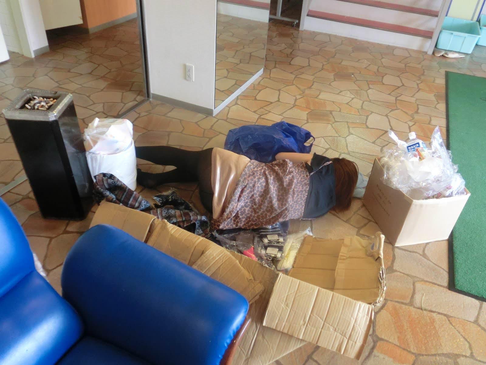 外出先で酒飲みすぎた素人娘wwww醜態晒して爆睡中のエロ画像 1111