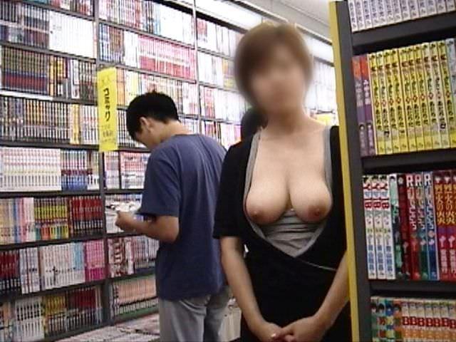 性癖ヤバいお姉さんwwwwガチ本屋で露出する変態エロ画像 1314