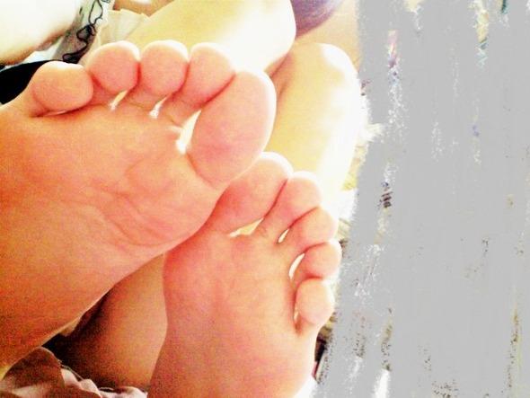 酸っぱ塩っぱい味がする女の子の足の裏フェチエロ画像 1421