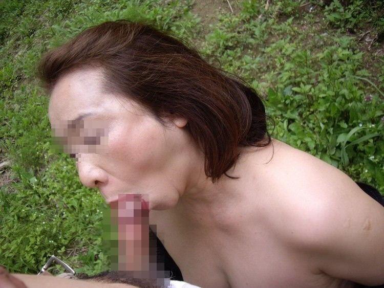 だらしない身体のむっちり熟女wwww豊富なフェラで経験でもてなす素人エロ画像 1423